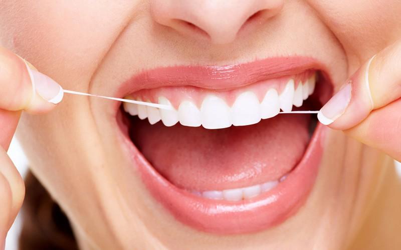 آیا حتما باید نخ دندان کشید؟