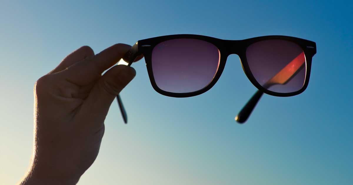 آیا در هنگام خرید عینک آفتابی به قابلیت محافظت از چشم ها در مقابل اشعه های مضر آفتاب اهمیت می دهید ؟