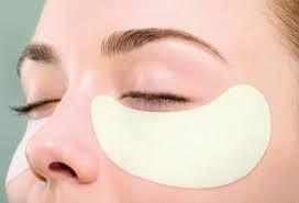 ۱۱ روش کاهش پف زیر چشم