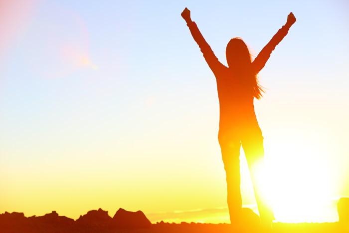 6 راه علمی برای داشتن احساس شادی در زندگی