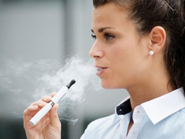 سیگار الکترونیکی: بی خطر یا حتی خطرناک تر؟!