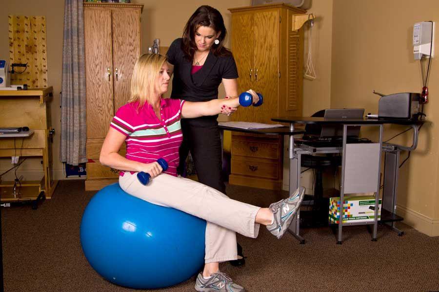 درمان و مدیریت کمر درد با استفاده از حرکات ورزشی و فیزیوتراپی