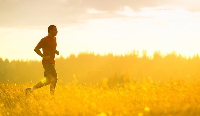 روشی ساده اگر می خواهید هنگام پیاده روی کالری بیشتری بسوزانید!