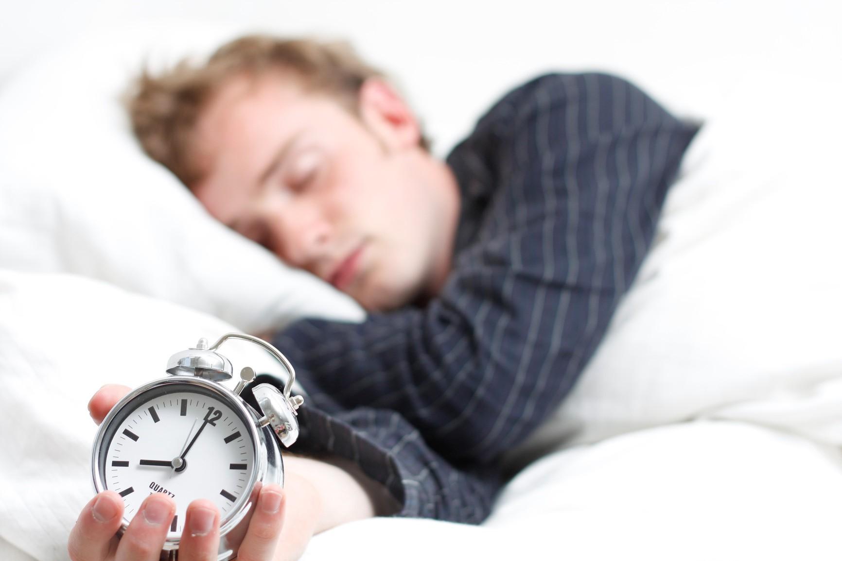 ما واقعا به چه مقدار خواب نیاز داریم؟